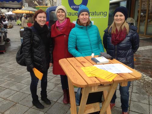 Infotisch Frauenvolksbegehren Hauptplatz Amstetten 8.3.2018